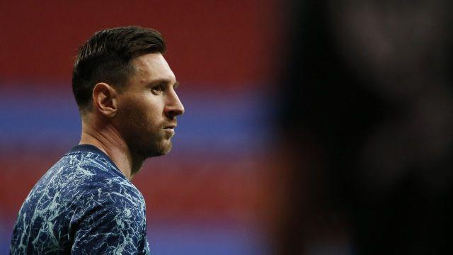 PSG fecha contratação de Lionel Messi