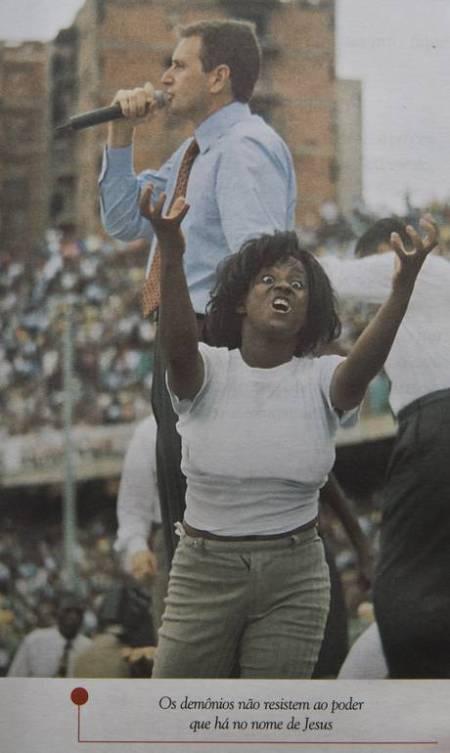 """Reprodução do livro """"Evangelizando a Africa"""", do senador Marcelo Crivella - Reprodução Leia mais sobre esse assunto em http://oglobo.globo.com/brasil/em-livro-crivella-ataca-religioes-homossexualidade-terrivel-mal-20296731#ixzz4NFxiYKF7 © 1996 - 2016. Todos direitos reservados a Infoglobo Comunicação e Participações S.A. Este material não pode ser publicado, transmitido por broadcast, reescrito ou redistribuído sem autorização."""