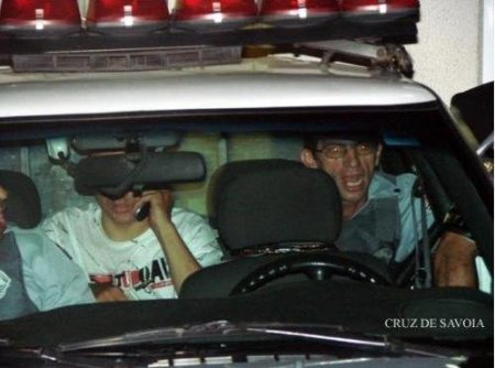 Escoltado de camburão diante de agressões de dirigentes do Corinthians nas eleições 2009