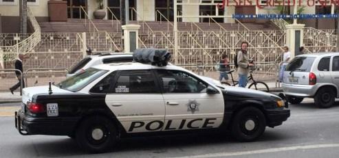 Veículo caracterizado como da polícia dos EUA, ontem, em frente à IURD do Brás