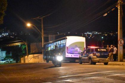 Resultado de imagem para Homem da capa preta assalta ônibus da Cidade Verde