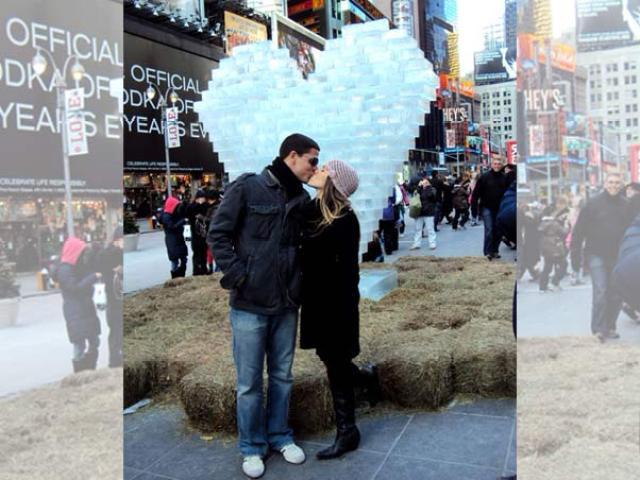 Em 2010 com Diogo, o então namorado na época em uma viagem ao seu destino favorito: Nova Iorque! (FOTO: acervo pessoal da atriz, reproduzida pelo site EGO).