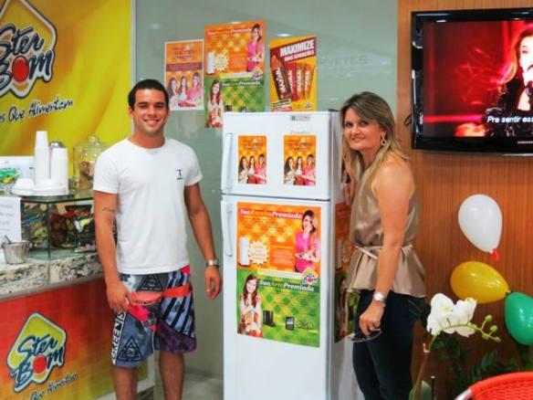 Zauleide Queiroz entrega prêmio a Pedro Arthur