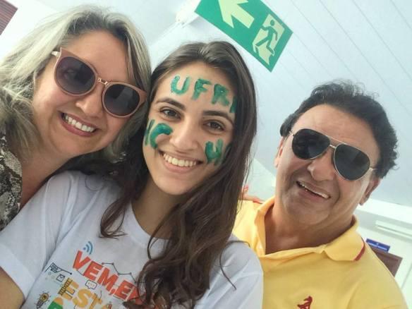 Cantor Fernando Luiz comemora sucesso da filha no Enem