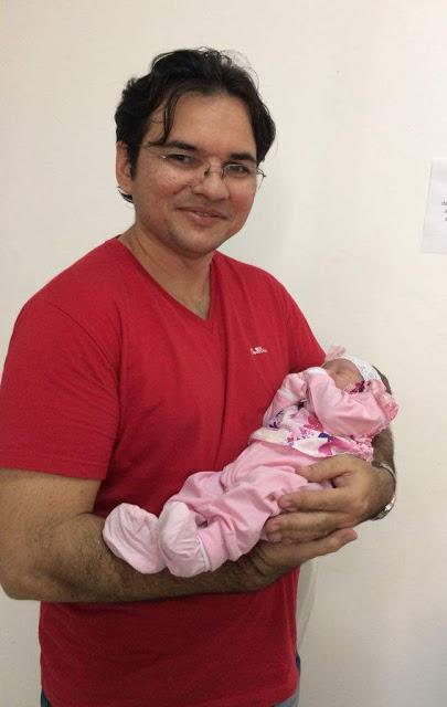 Prefeito Valdir de Jucurutu com a filha Izabela (foto do Blog Netto Xavier)