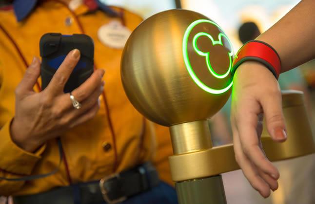 Conheça a MyMagic+, a pulseira smart dos parques da Disney