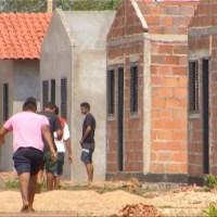 Famílias ocupam casas populares inacabadas na região sul de Palmas