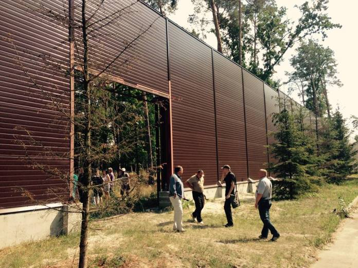 стена забор лес под киевом