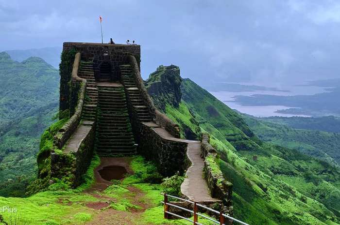 Rajgad Fort Pune – Information & Awesome Trekking experience