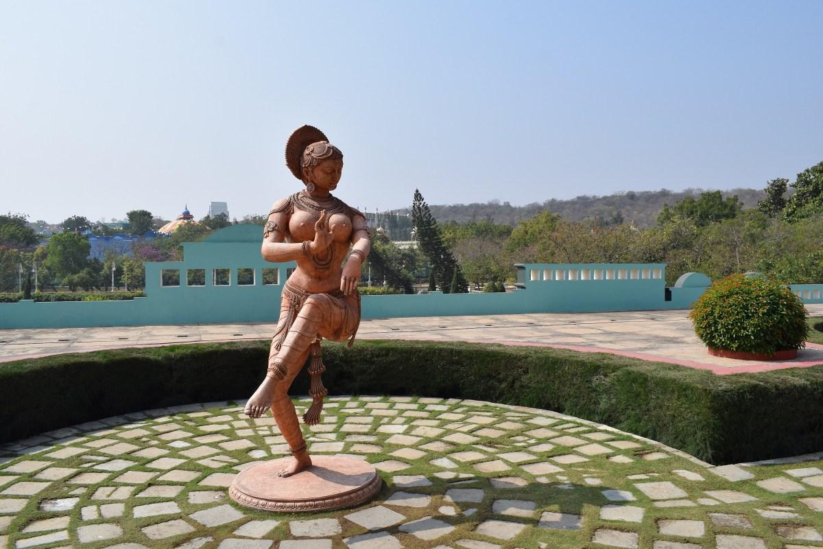 classical dance statue