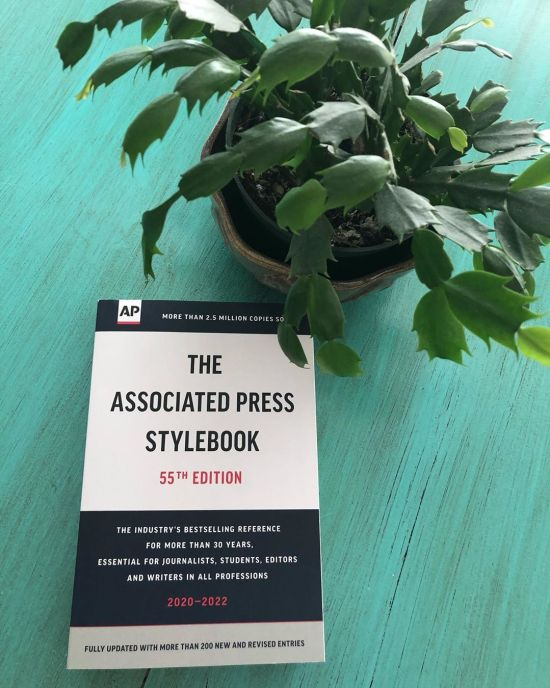 10 Tips & Tricks To Write Like A Journalist