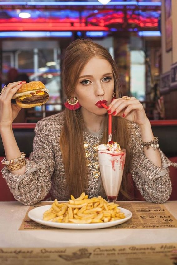 Dining Hall Dos And Don'ts To Save You From Embarrassment