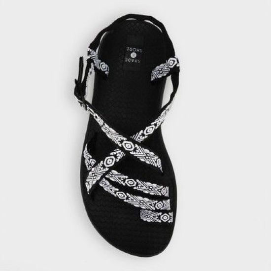 *8 Summer Water Sandals You'll Love Wearing At The Beach