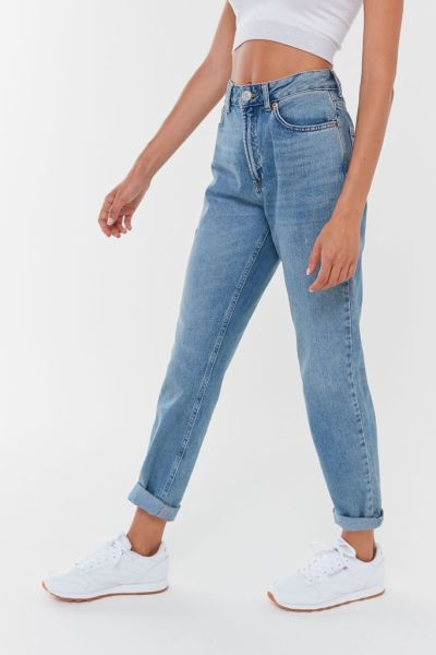 https://www.urbanoutfitters.com/shop/bdg-high-rise-mom-jean-light-wash2?inventoryCountry=US&color=093&size=26&gclid=EAIaIQobChMI5t7y7PTU6wIVkobACh0TBwhsEAQYASABEgIZ2PD_BwE&gclsrc=aw.ds&type=REGULAR&quantity=1