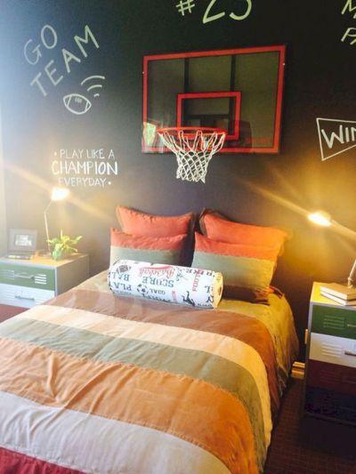 10 Sports-Inspired Guys Dorm Room Decor Ideas