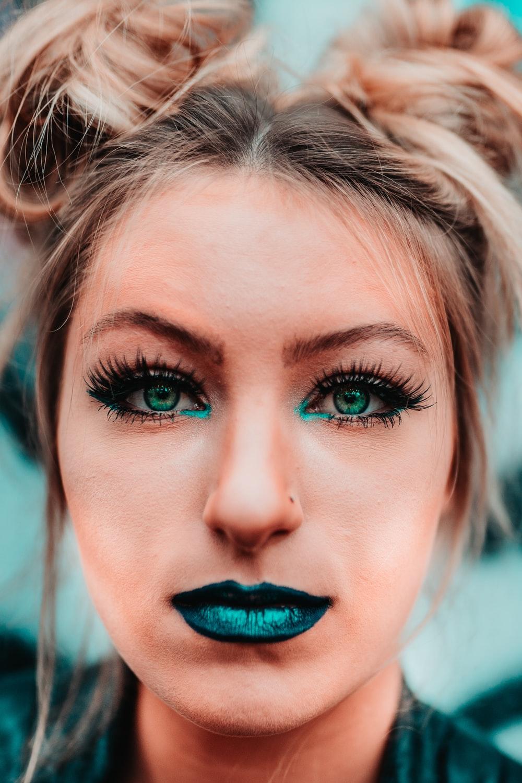 10 Ways To Rock Bright Lipstick