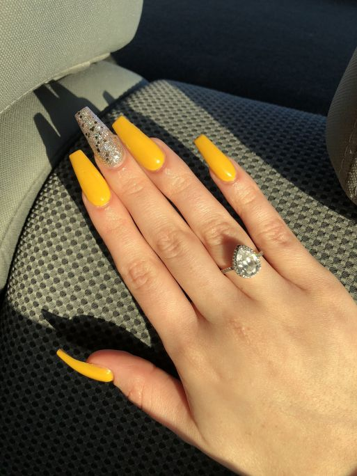 10 Fall Nails Colors That Will Enhance Your Manicures