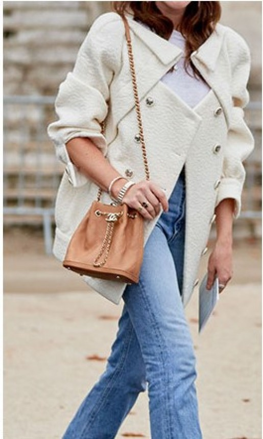 Bucket bags are becoming one of the accessory trends that went under the weather for a while: now they are back!