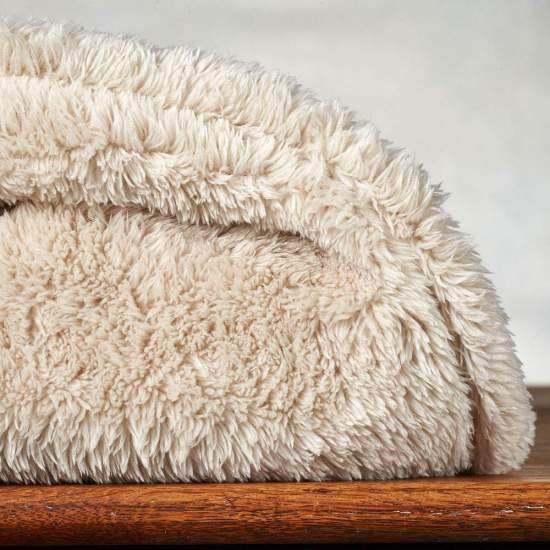 *10 Blankets That Will Keep You Extra Warm This Fall