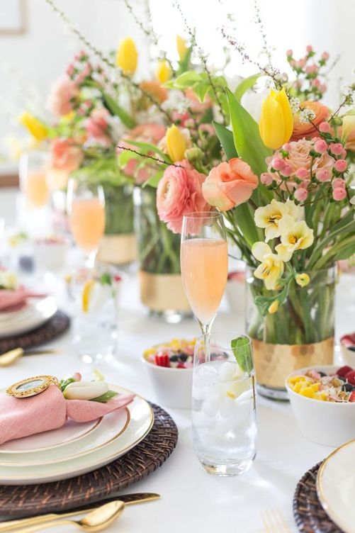 To celebrate this Easter holiday, you should decorate your house with ivory and pastel colors for your buffet-style Easter brunch.