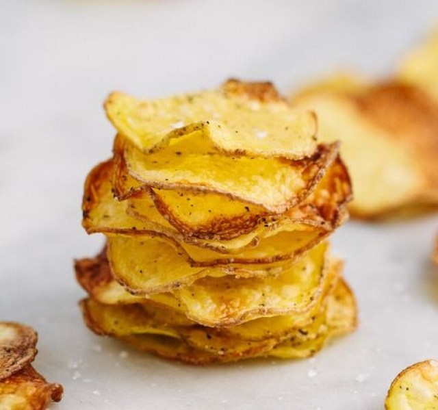 Potato chips are one of the best gluten-free snacks to eat that are a good side for your lunch options whether it is a sandwich, salad or a dip (like salsa or french onion dip).