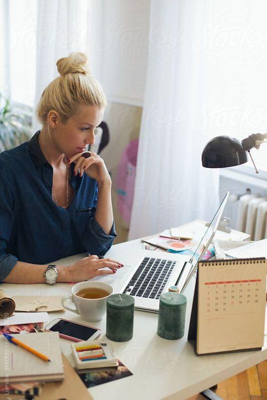 10 Signs You Need A Social Media Break