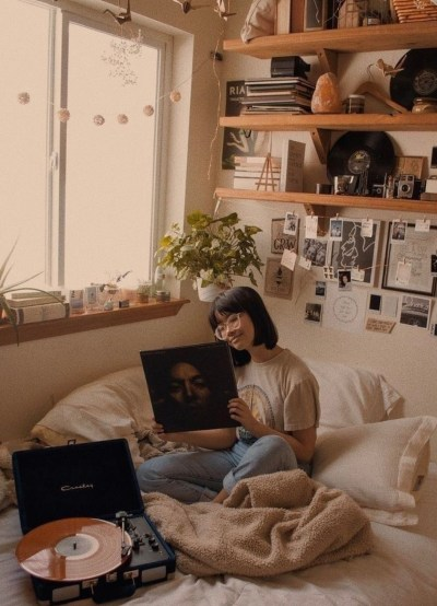 7 Ways To Give Your Dorm Room A Vintage Feel