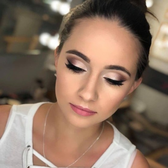 Stunning Makeup Looks To Copy For Prom This Year