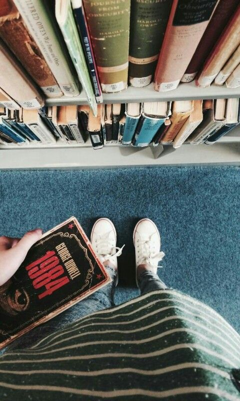 5 Influential Books Every College Student Should Read