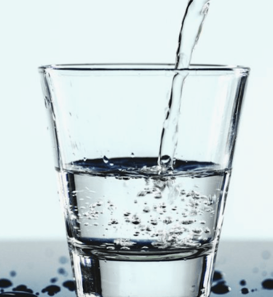 10 Benefits of Drinking Lemon Water