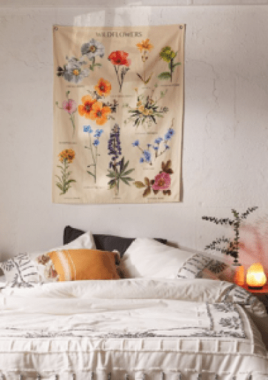 8 Pieces Of Room Decor For Any Flower Lover