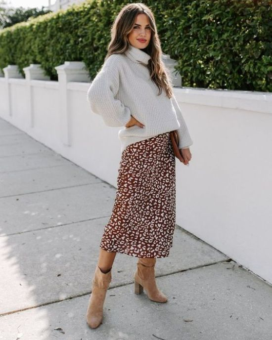 """Fall is one of the best seasons when it comes to fashion. Knee-high boots, tights, and fuzzy coats, all the things we love. However, when it comes to work there is a certain standard that is set in order to dress """"professionally"""" but dressing professionally doesn't mean you have to sacrifice dressing cute. Here are some ideas fortrendy fall outfits for work throughout the fall."""