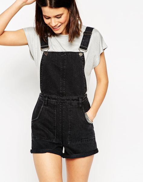 *10 Affordable Clothing Brands For College Students