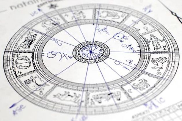 15 Signs You're Obsessed With Astrology