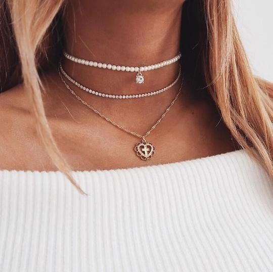 8 Necklaces That Will Look Great With Any Summer Outfit