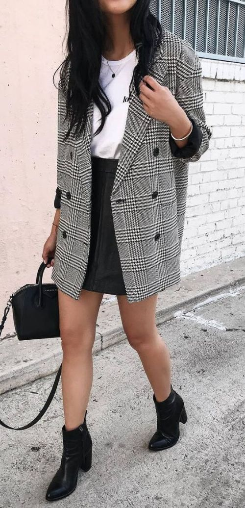 10 Professional Outfit Essentials For Women