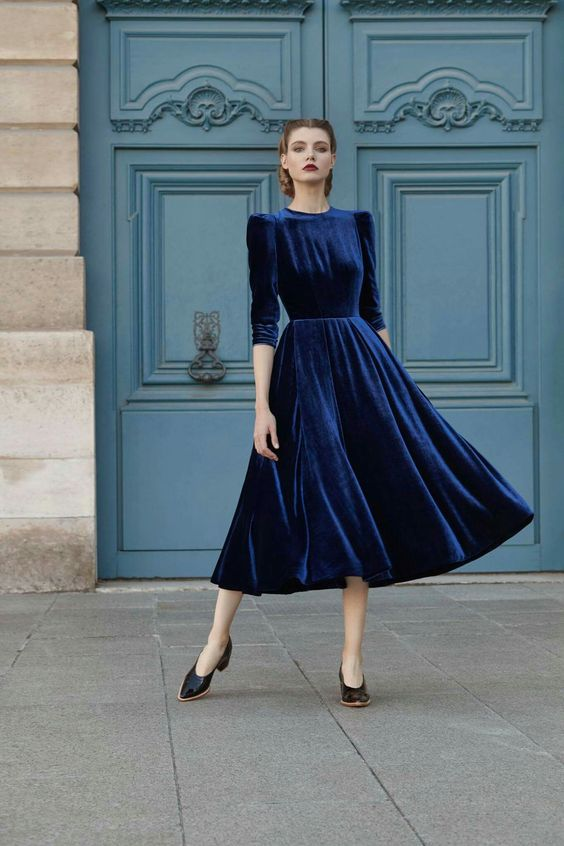 Trying to find a wedding outfit you can wear in all kinds of weather can be stressful. Here are eight wedding outfit ideas you can wear in rain or shine!