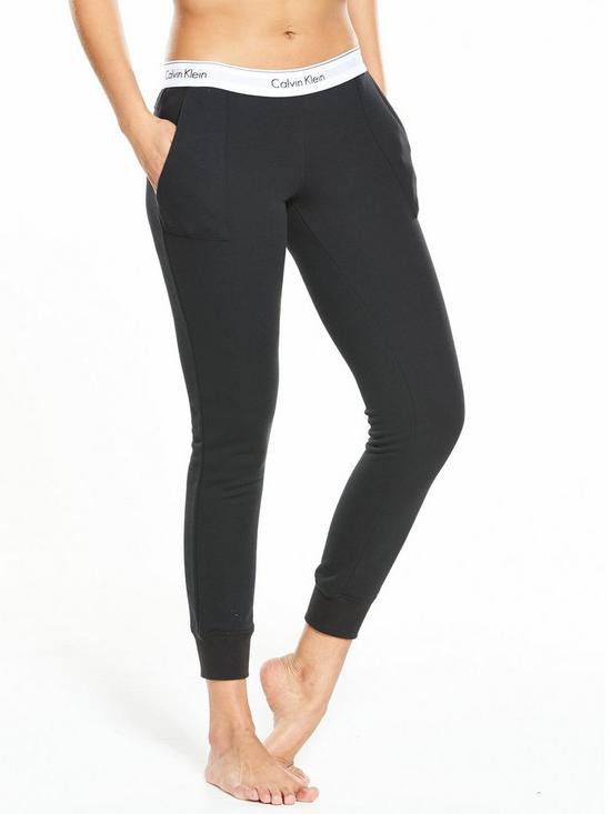 Be Stylish In Sweats: Chic Sweats To Wear For A Lazy Outfit