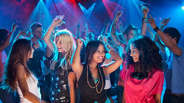 10 Tips To Survive An INTENSE Night Of Clubbing