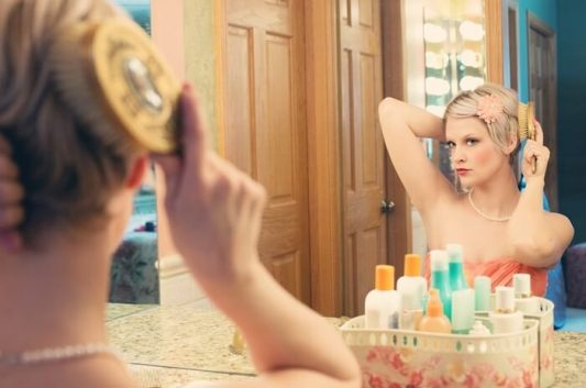 15 Quick Beauty Tips For Making The Most Of A Little