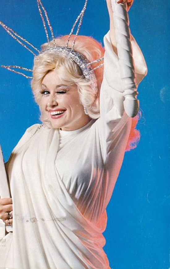 8 Dolly Parton Lessons That We Could All Learn From