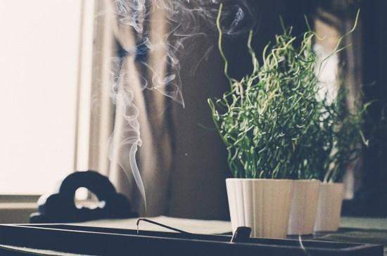 10 Fun Ways To Decorate Your Windowsill