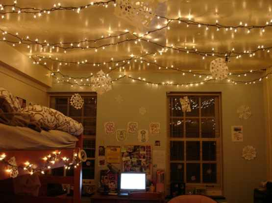 How To Get Your Dorm Room Into The Holiday Spirit