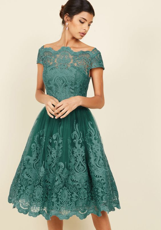 *10 Cheap Prom Dresses That Will Save Your Wallet From Suffering