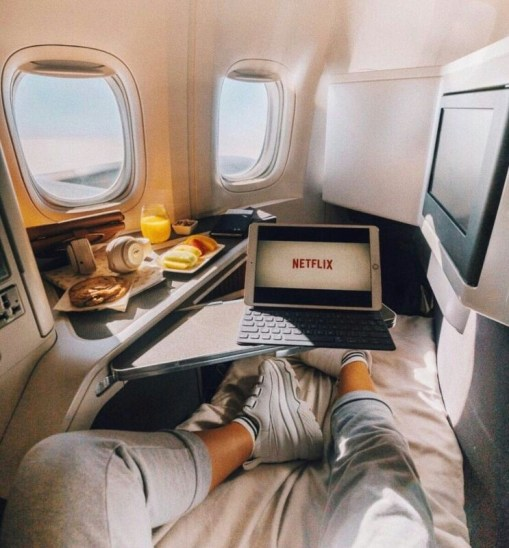 10 Ways to Pass The Time On Long Haul Flights