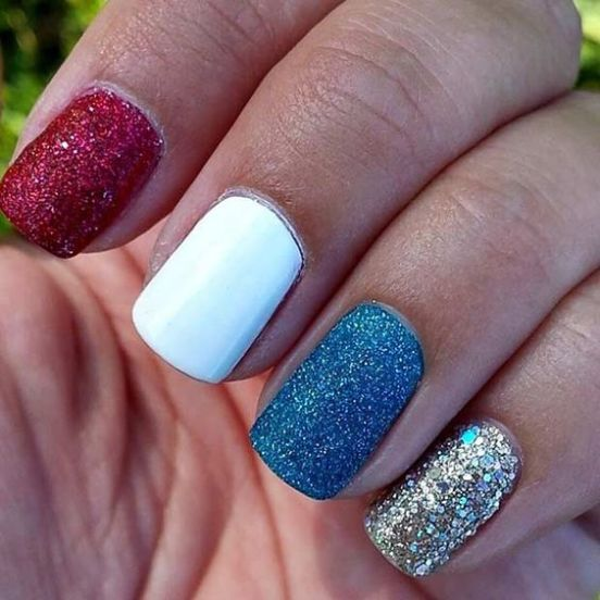 10 Simple Fourth Of July Nails To Keep You Minimalist