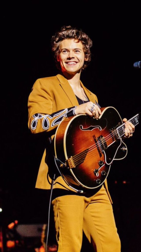 Why Harry Styles Is So Hot Right Now