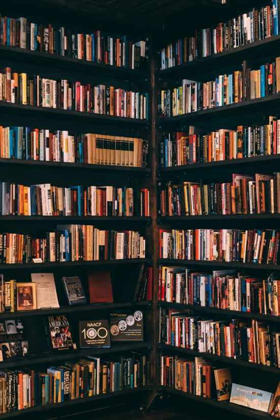 5 Ways To Make A Bookstore Date The Best Date You've Ever Been On