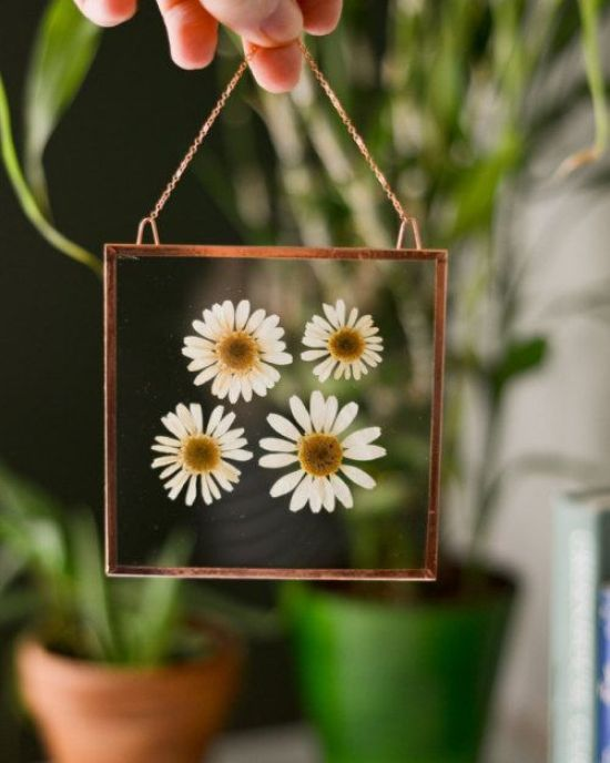 7 Floral DIYs That Will Transform Your Dorm Room