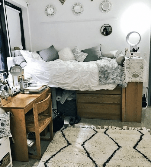10 Ways To Make Your Dorm Room Extra Cosy